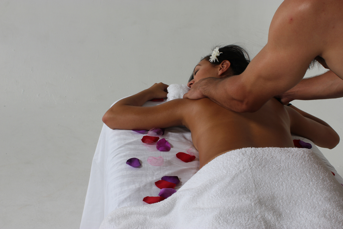 yoni-massage-10-steps-to-giving-your-partner-amazing-orgasms